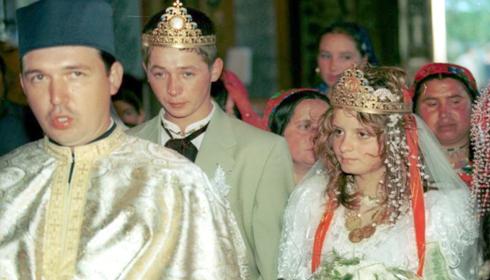 Romanii castiga si 10.000 de euro casatorindu-se de forma in Italia
