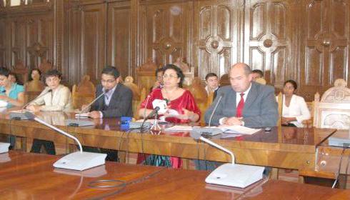 Mediatorii romi condamna fitele de tigani cu bani!