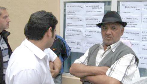 Peste 100 de romi si-au cautat de lucru