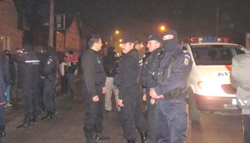 Zeci de romi au ieşit aseară în stradă, după ce un bărbat a fost accidentat mortal