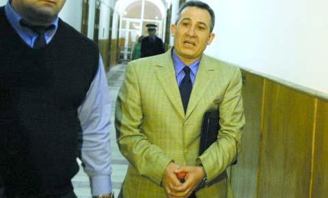 """Cum şi-a început """"cariera"""" baştanul mafiei imobiliare: a terorizat o familie din Timişoara zi şi noapte"""