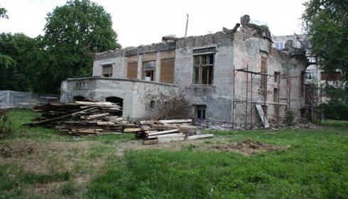 Timisorenii, infuriati de demolarea casei Muhle de catre un clan de romi