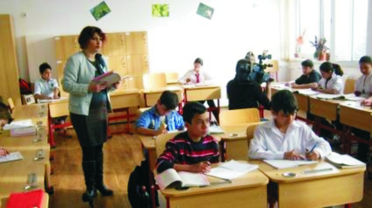 scoli cu elevi