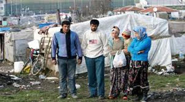 Romii traiesc cu 16 ani mai putin decat populatia generala, media deceselor este la 52,5 ani – raport