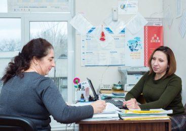 Mediatoarea de etnie romă care scrie proiecte și dezvoltă comunitatea