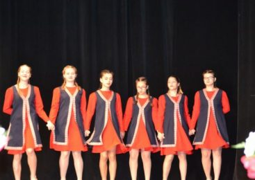 Minorităţilor Naţionale la Bacău. Muzică şi dansuri tradiţionale la Teatrul Municipal Bacovia