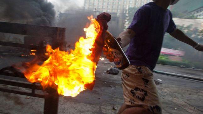 Doi copii romi si o tanara au murit intr-un atac cu cocteil molotov intr-o tabara din Italia; AGI scrie ca sunt romani