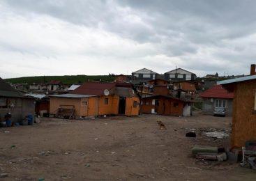 Aproape 4 milioane de euro s-au evaporat în Pata Rât în ultimii ani, cu rezultate de doi lei și fără ca romii să fi auzit de ei