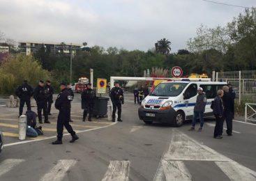 """Tabară de 100 de romi, evacuată cu jandarmi, pe Coasta de Azur. """"Arată ca o operaţiune teroristă. Nu lipseau decat tancurile"""""""