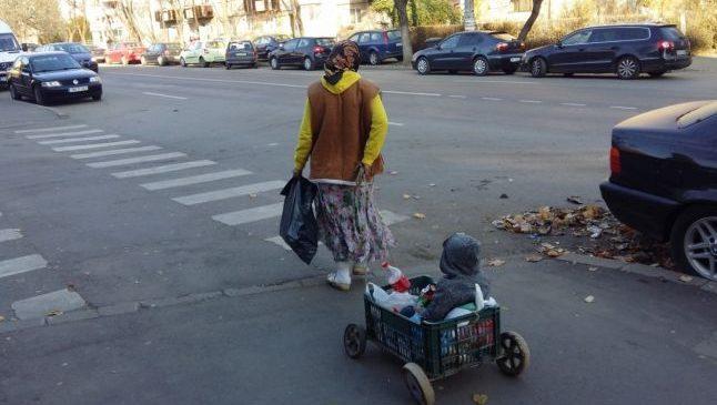 """Gruparea care duce zilnic copii la cerşit şi """"gubele"""", nederanjată de autorităţi. Romii sunt foarte agresivi"""