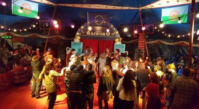 Dezbateri şi petrecere la romii din Montreuil în ajunul prezidenţialelor din Franţa