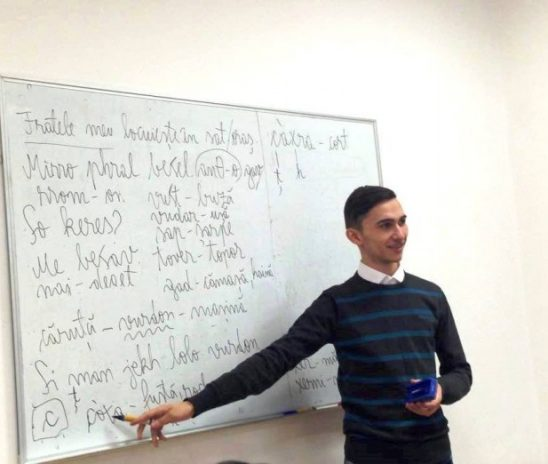 """Daniel Samuel Petrilă: """"Cel mai fericit am fost când am aflat că există oameni care scriu romane, poezii în limba romani"""""""