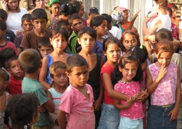 Copiii rromi între marginalizare şi integrare (1): Grupurile marginale sunt, de regulă, compuse din săraci, şomeri, minorităţi etnice puternic discriminate