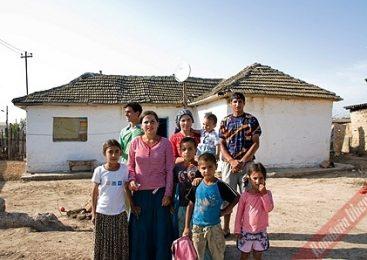 Locul din Romania unde bărbaţii au voie să aibă patru neveste, iar tinerele sunt evaluate în funcţie de culoarea părului…