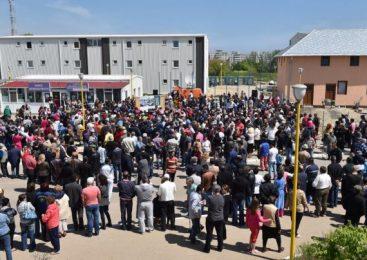 """Petiţie pentru iniţierea unui referendum vizând """"evacuarea civilizată a romilor"""" din cartierul social Henri Coandă"""