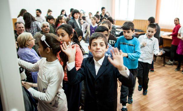 Predarea limbii, istoriei şi a tradiţiei romani în şcoală, cea mai eficientă lecţie de toleranţă