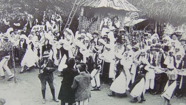 Obiceiuri de nuntă acum 100 de ani: miresele care nu erau virgine în noaptea nunţii erau trimise înapoi la părinţi, aşezate pe o grapă cu mărăcini