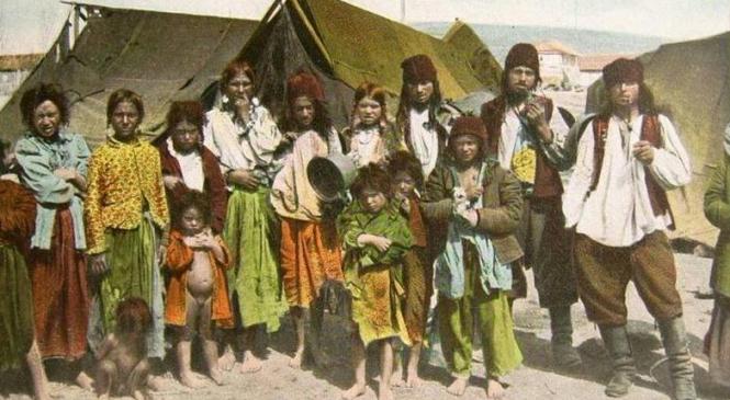 Ţiganii, cultură şi tradiţie:  Sclavii, intelectualii si Antonescu
