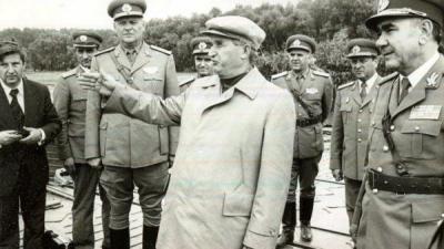 2.000.000 de FAMILII de români, DISTRUSE de decizia lui Ceauşescu. IZGONIȚI din propriile case. Mişcarea care i-a GRĂBIT SFÂRȘITUL