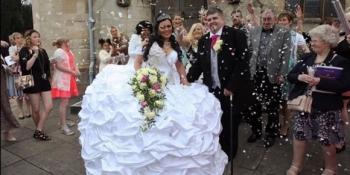 Nuntă de romi în Anglia: Mireasa a avut o rochie de 60 de kilograme