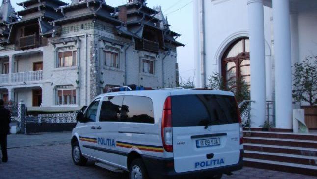 Altercaţie între poliţişti şi mai mulţi romi la un priveghi. Romii făceau grătare în stradă