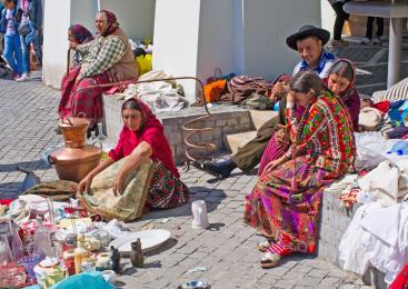 Românii se mănâncă între ei, iar romii sunt uniţi