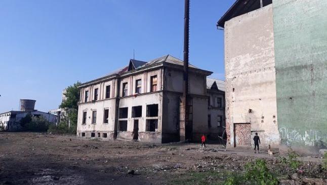 """Viaţa în ghetourile fostului combinat din Baia Mare, unde o fetiţă de 5 ani a fost violată şi ucisă. """"Nu trebuia să ne mute primarul aici"""""""