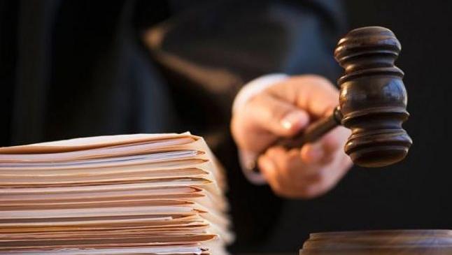 """Procurorii care se ocupă de un caz de tentativă de omor, încurcaţi de """"judecata ţigănească"""". De ce bărbatul care a înjunghiat e liber, iar mincinosul în arest"""
