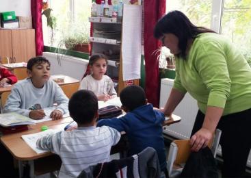"""Proiectul """"Incluziune socială şi îmbunătăţirea condiţiilor de viaţă a romilor şi a altor grupuri vulnerabile"""" – acces la educaţie, sănătate şi viaţă decentă pentru 4.600 de beneficiari"""