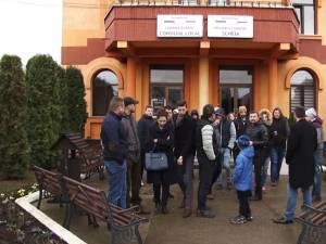 Revoltă a oamenilor din Şcheia împotriva romilor care le sparg casele şi a poliţiştilor, care au scăpat comuna de sub control