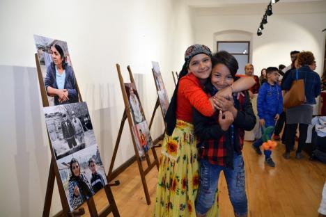 Romii din Tinca, protagoniştii unei expoziţii de fotografie