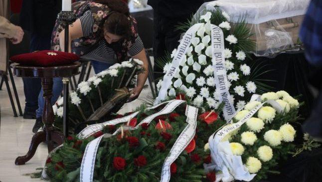 Tragedie în lanţ într-o familie de romi: vărul decedatului s-a înecat cu mâncarea de la priveghi şi a murit