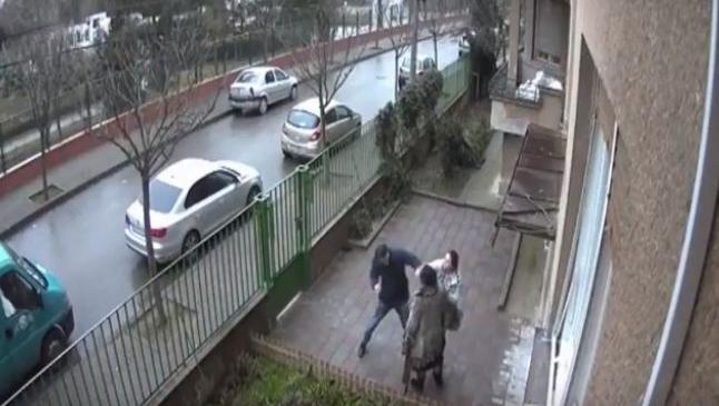 """Un nou caz de teroare imobiliară: """"Încearcă prin toate metodele să mă intimideze. Poliţia este plătită de ei"""""""