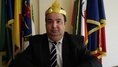 Vecinul lui Cătălin Botezatu îl acuză pe regele Cioabă că guvernează mafia ţigănească