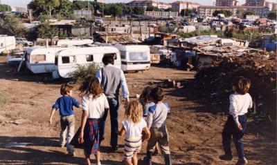 În Italia există 180 mii de romi, Spania are 750 de mii, iar Franţa 400 de mii