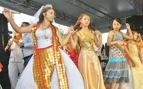 Nunţile organizate în stradă de romi dau bătai de cap autorităţilor. Primăria nu a emis nicio autorizaţie pentru un astfel de eveniment