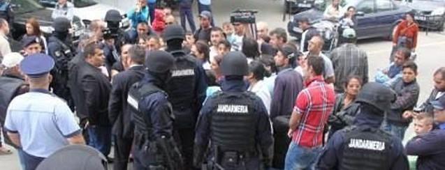 Halucinant: Primăria Focşani a dat afară nişte ţigani din apartamente pentru că nu au plătit utilităţile timp de ani de zile, iar CNCD a sancţionat autorităţile pentru că i-ar fi discriminat pe rău-platnici