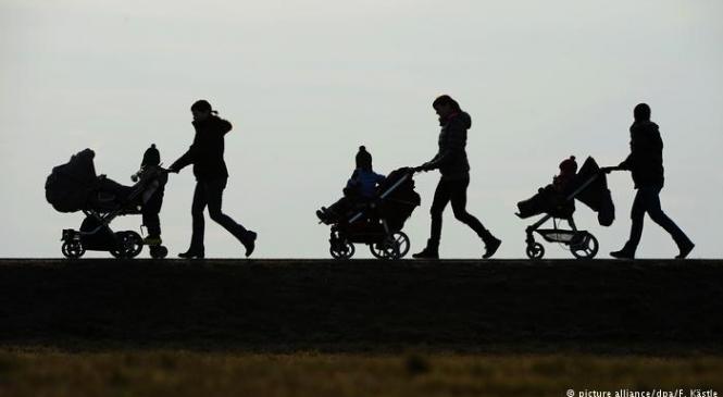 Să mai plătească Germania alocaţii copiilor din străinătate?