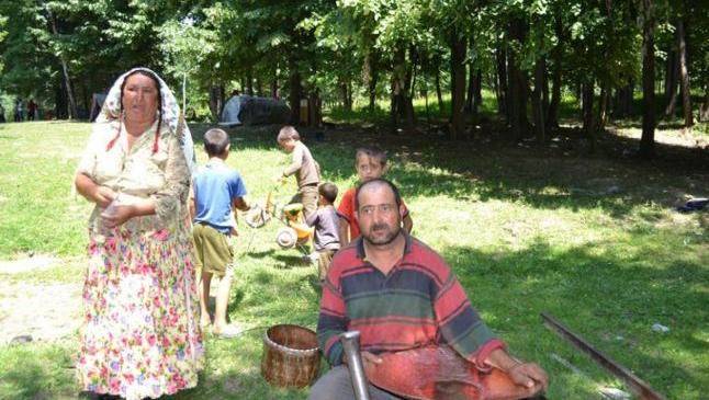 Unde trăiesc cele mai importante comunităţi compacte de romi în judeţul Bacău. Pe cei mai mulţi îi cheamă Stănescu, Năstase şi Tănase