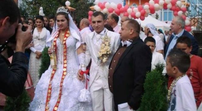 Fiecare invitat a primit jumatate de porc! Nunta celui mai bogat ţigan din Moldova