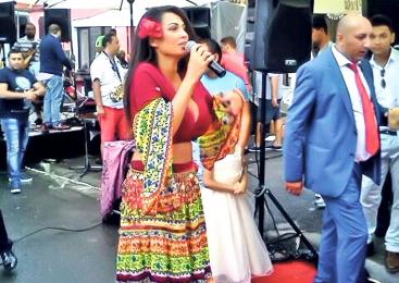 Nicoleta Luciu şi Loredana Chivu, animatoare la nuntă ţigănească