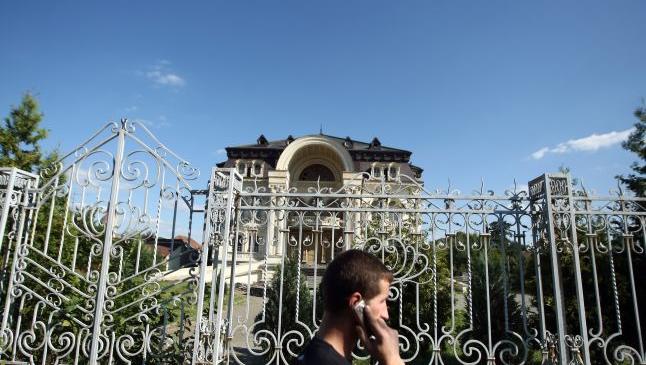 Topul palatelor romilor. Spectacol de opulenţă şi kitsch în toată ţara