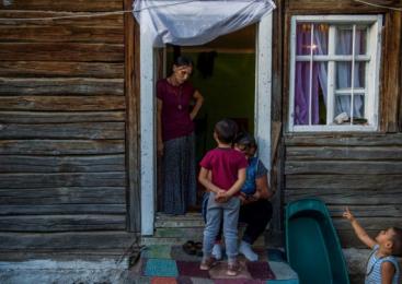 """Profesorii români care cer clase speciale pentru romi: """"Principala lor problemă este că vin dintr-o altă lume"""""""