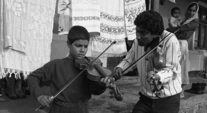 Cum se înţelege un rom din România cu unul din Franţa, deşi n-au aceeaşi limbă