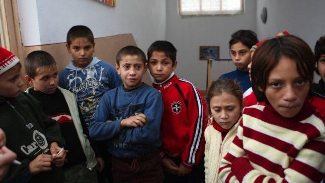 Pentru copiii romi chiar un blestem