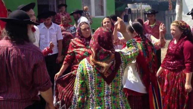 Nunta a doi copii romi din Dolj stârneşte controverse după ce a fost prezentată în presa britanică. Ce spun autorităţile
