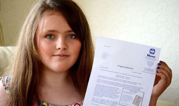 O fetiţă de etnie romă uimeşte întreaga lume! Este mai inteligentă ca Albert Einstein şi Stephen Hawking