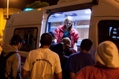 Romii dependenţi de droguri din Bucureşti sunt lăsaţi să putrezească
