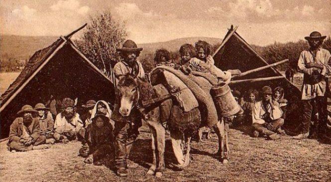 Romii — o mie de ani de bucurii şi tristeţi
