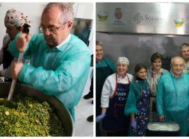 Emil Boc – bucătarul. Primarul Clujului a gătit pentru oamenii săraci din oraş